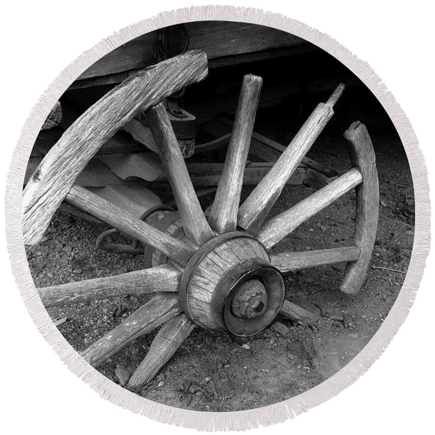 Wagon Wheel Round Beach Towel featuring the photograph Broken Wheel by David Lee Thompson