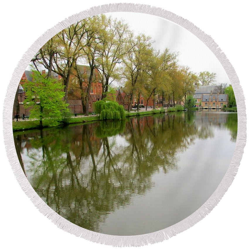 Bruges Round Beach Towel featuring the photograph Bruges Minnewater 1 by Randall Weidner