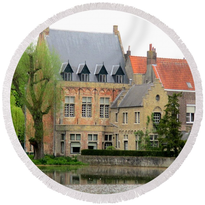 Bruges Round Beach Towel featuring the photograph Bruges Sashuis 1 by Randall Weidner