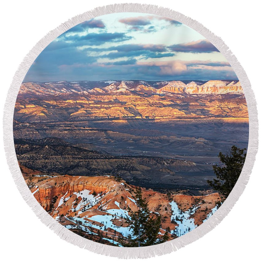 Bryce Canyon Round Beach Towel featuring the photograph Bryce Canyon Sunset - 2 by Lumiere De Liesse Ltd Images of Robert L Lease