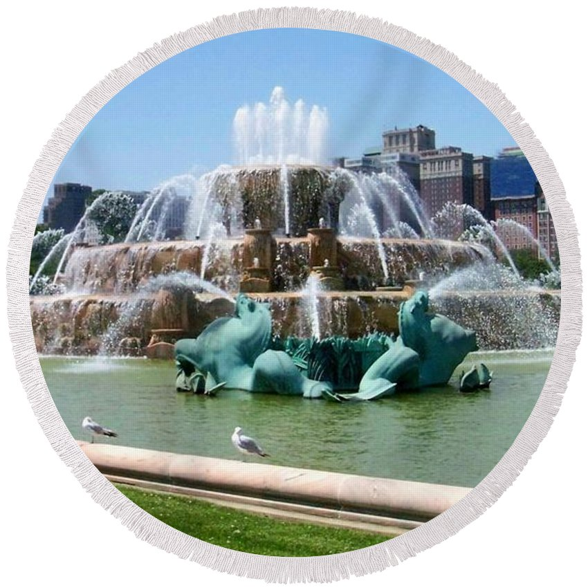 Chicago Round Beach Towel featuring the photograph Buckingham Fountain by Anita Burgermeister