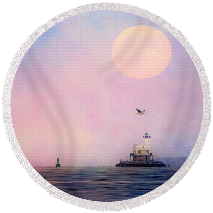 Lighthouse Round Beach Towel featuring the photograph Bug Light by Linda C Johnson