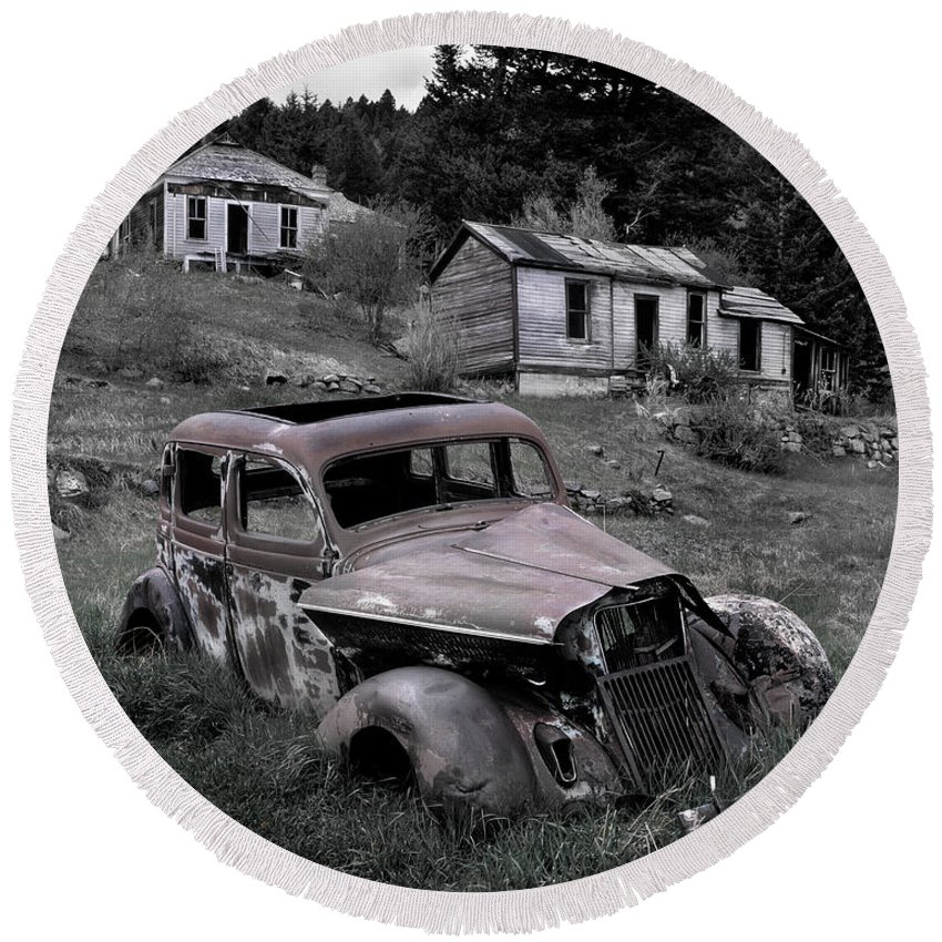 Cabin Round Beach Towel featuring the photograph Buick by Leland D Howard