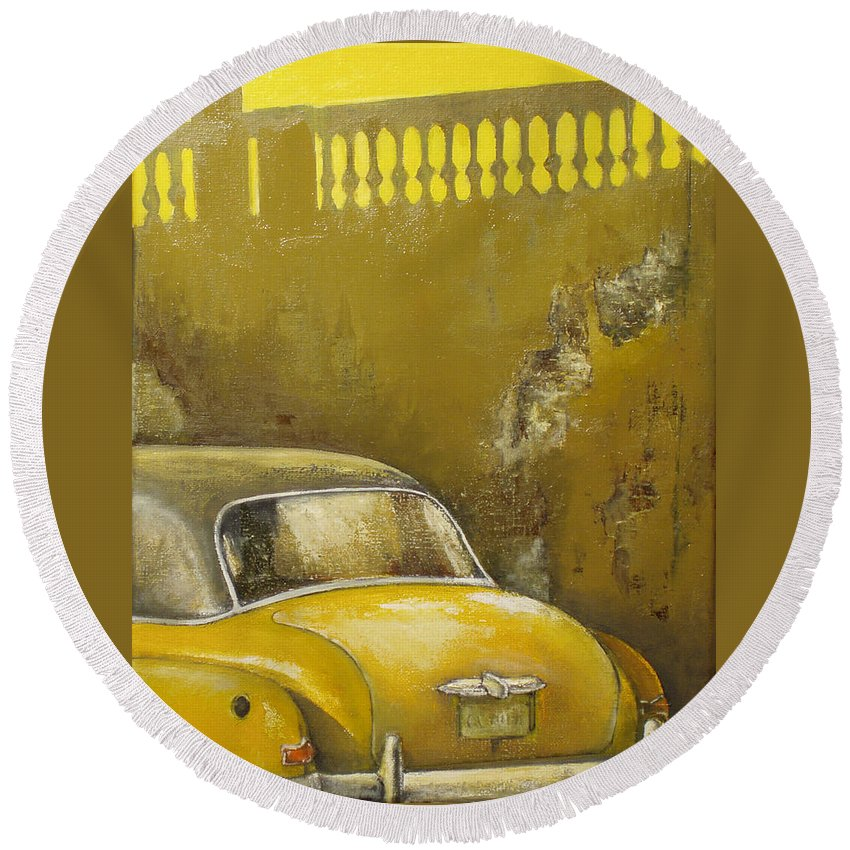 Havana Round Beach Towel featuring the painting Buscando La Sombra by Tomas Castano
