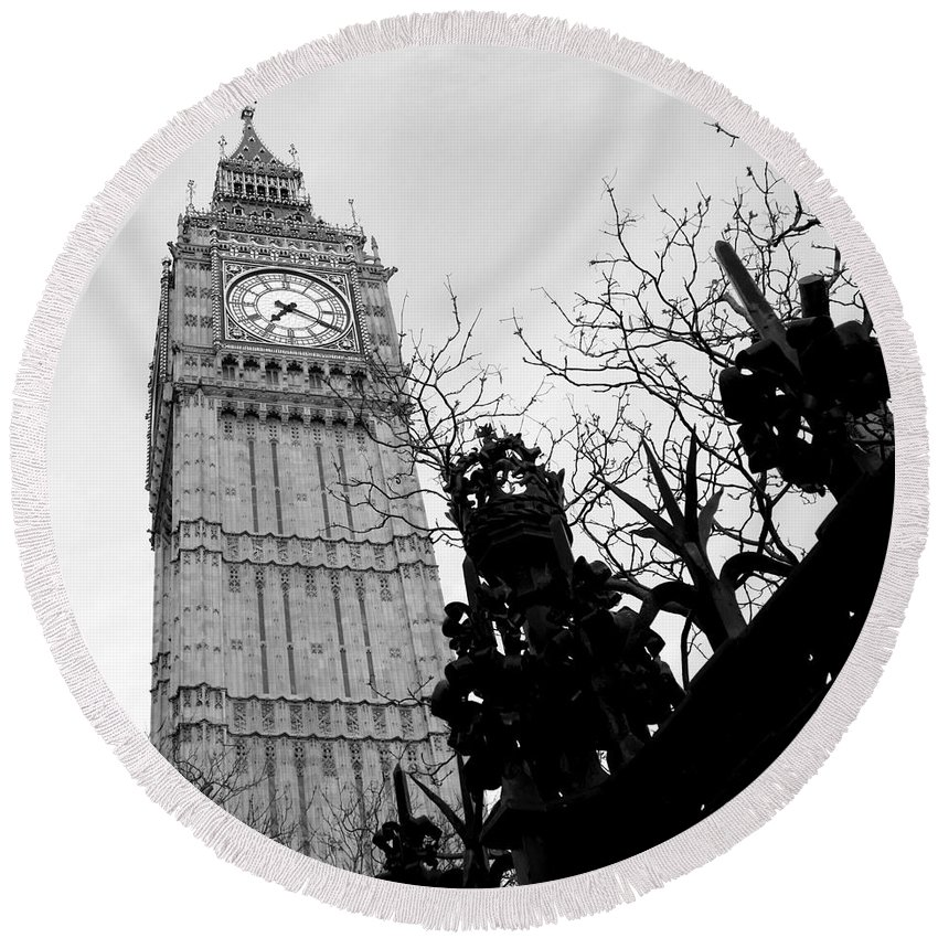 Big Ben Round Beach Towel featuring the photograph Bw Big Ben London 2 by Lexa Harpell