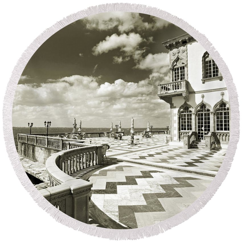 Ringling Round Beach Towel featuring the photograph Ca D'zan Mansion by Mal Bray