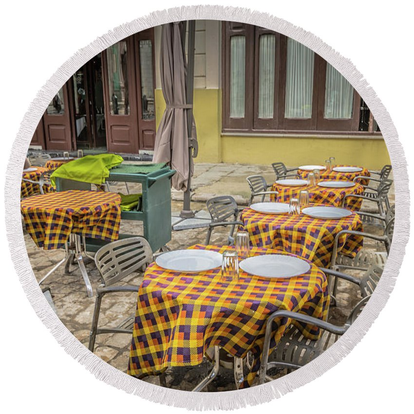 Havana Round Beach Towel featuring the photograph Cafe by Bill Howard