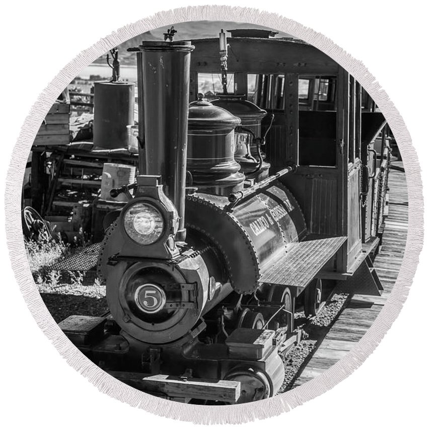 Calico Round Beach Towel featuring the photograph Calico Odessa Train In Black And White by Garry Gay