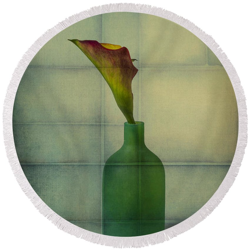 Graphic Round Beach Towel featuring the photograph Calla Lily In Green Vase by Garry Gay