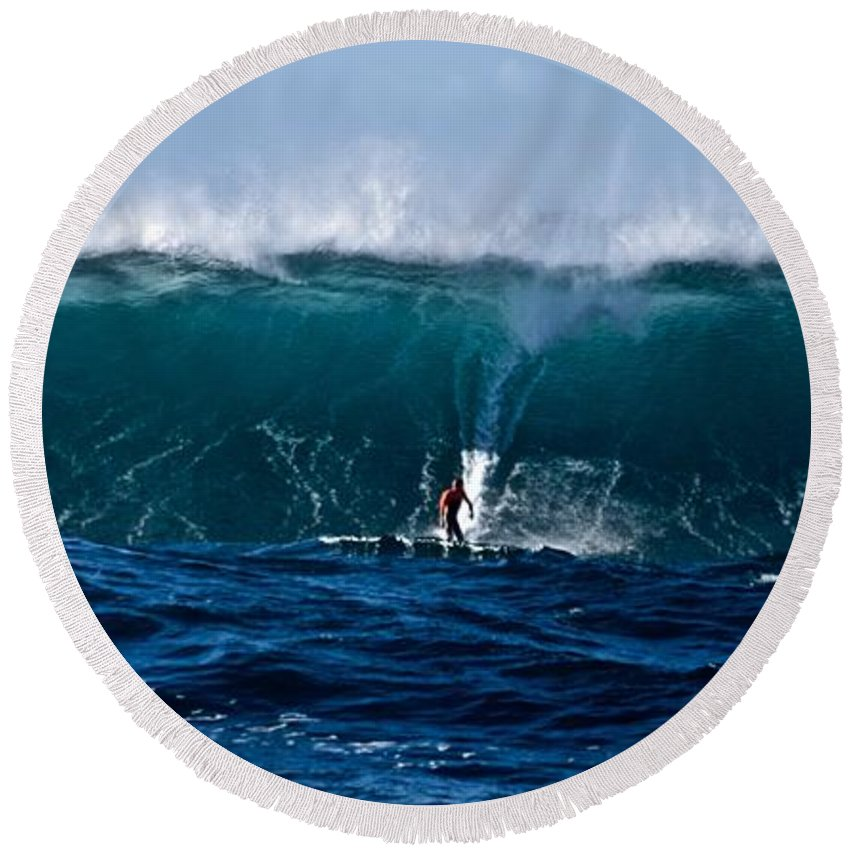 Surfer Round Beach Towel featuring the photograph Catching A Big Wave, North Shore, Oahu by Debra Banks