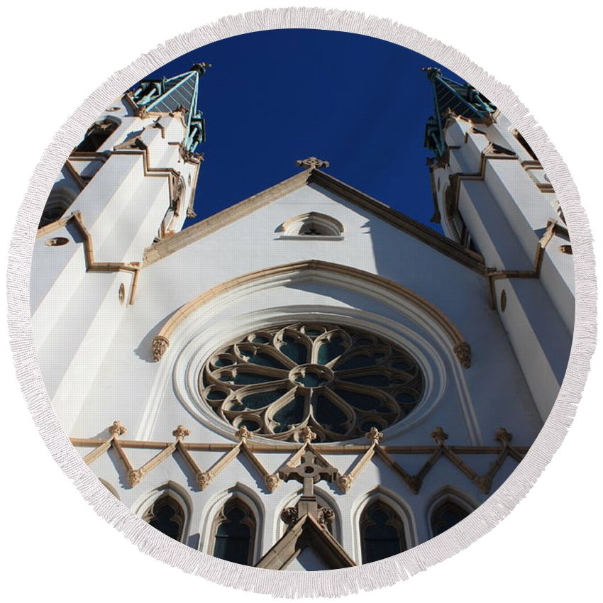 Cathedral Of St John The Babtist Round Beach Towel featuring the photograph Cathedral Of St John The Babtist In Savannah by Carol Groenen