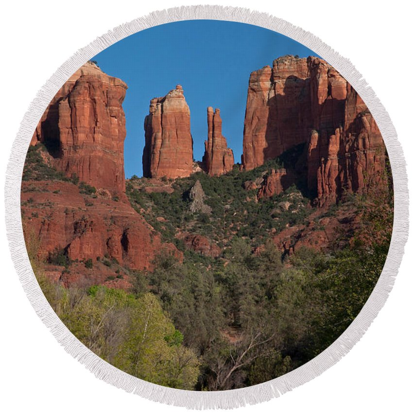 Sedona Round Beach Towel featuring the photograph Cathedral Rock by Suzanne Stout