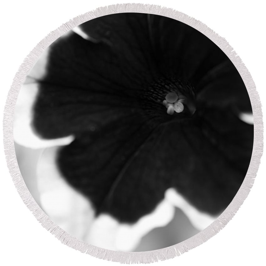Floral Round Beach Towel featuring the photograph Centered by Amanda Barcon