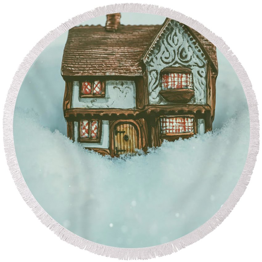 Ceramic Round Beach Towel featuring the photograph Ceramic Cottage In Snow by Amanda Elwell