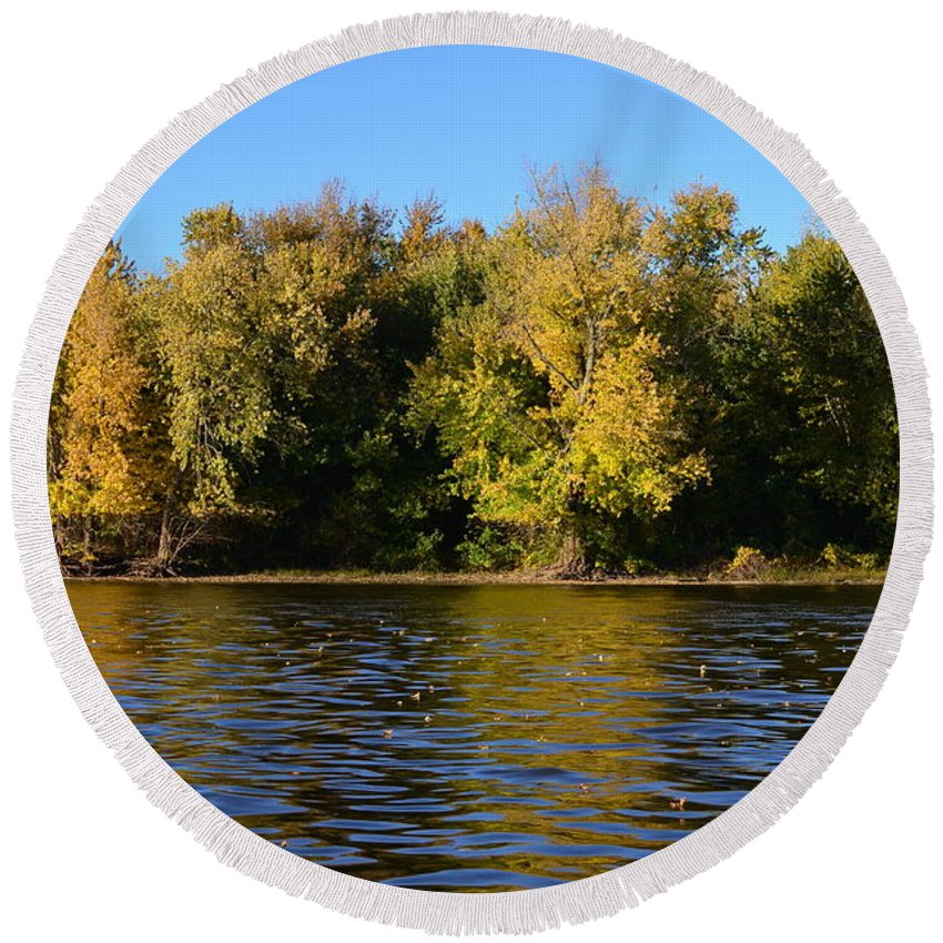 Mississippi River Round Beach Towel featuring the photograph Changing Colors by Tammy Mutka