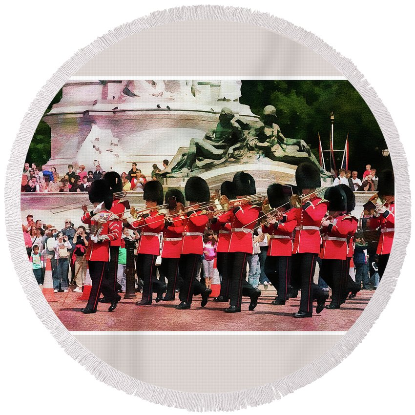 Buckingham Round Beach Towel featuring the photograph Changing Of The Guard by Margie Wildblood
