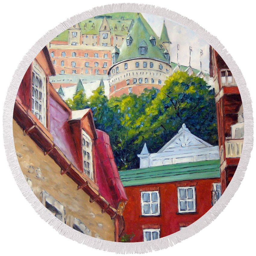 Town Round Beach Towel featuring the painting Chateau Frontenac 02 by Richard T Pranke