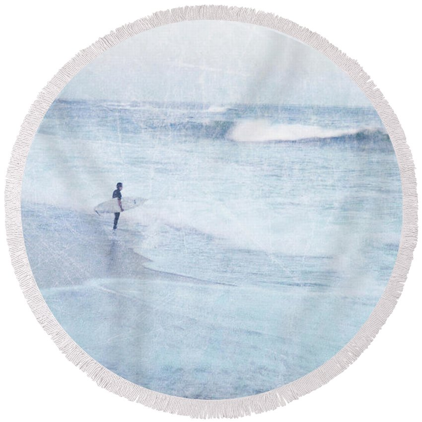 Surfer Round Beach Towel featuring the photograph Checking The Curls by Guy Crittenden