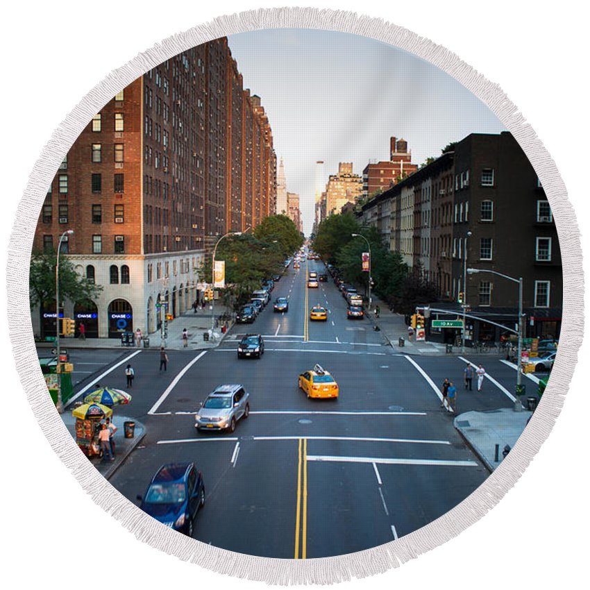 Nyc Round Beach Towel featuring the photograph Chelsea - Nyc by Robert J Caputo