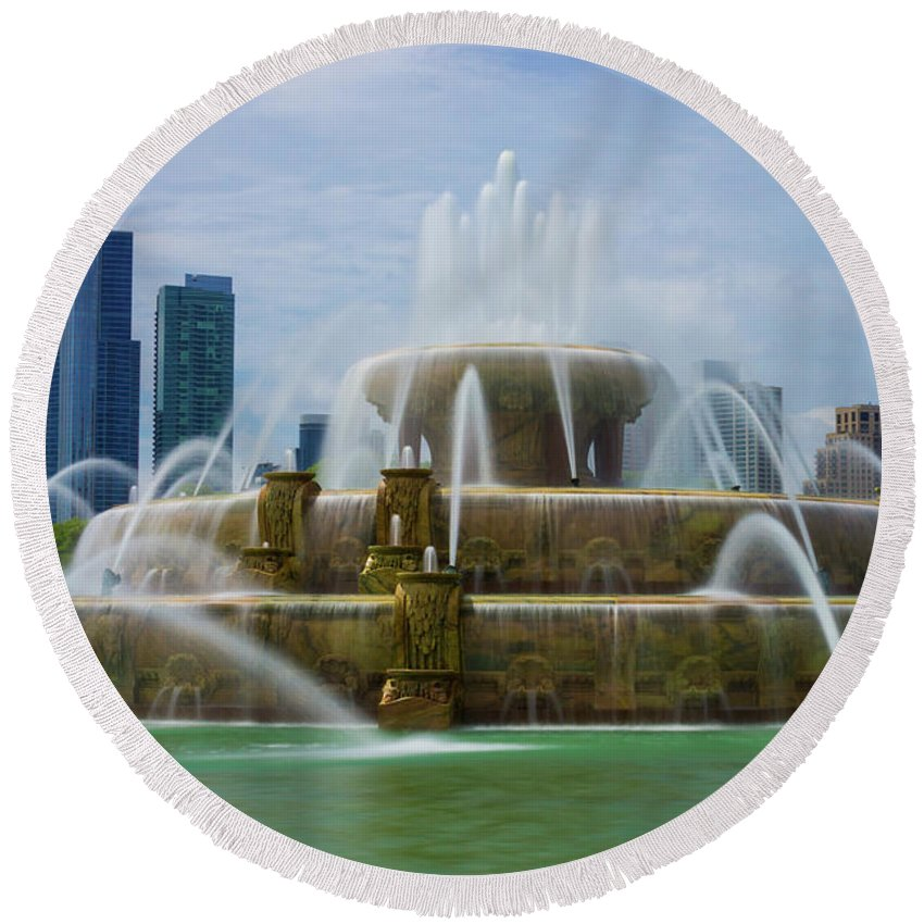 America Round Beach Towel featuring the photograph Chicago Buckingham by Jennifer White
