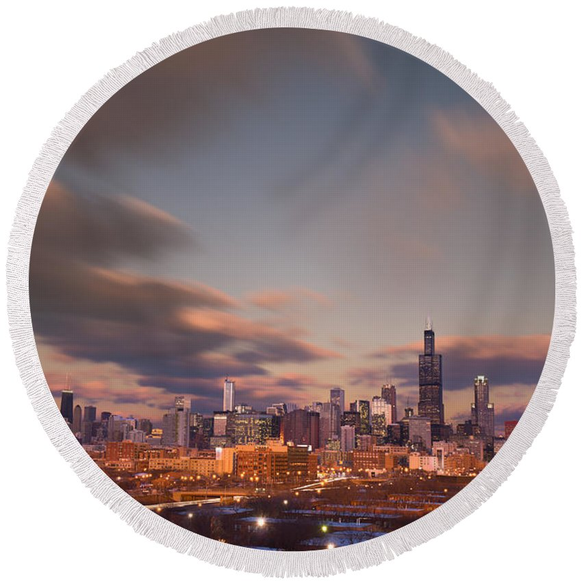 Loop Round Beach Towel featuring the photograph Chicago Dusk by Steve Gadomski