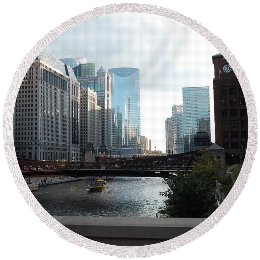 Round Beach Towel featuring the photograph Chicago River by George Gagnon