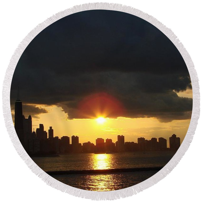 Chicago Round Beach Towel featuring the photograph Chicago Silhouette by Glory Fraulein Wolfe