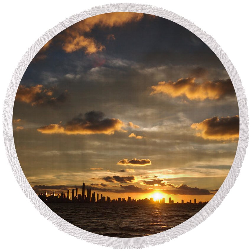 Boat Round Beach Towel featuring the photograph Chicago Skyline Sunset by Steve Gadomski
