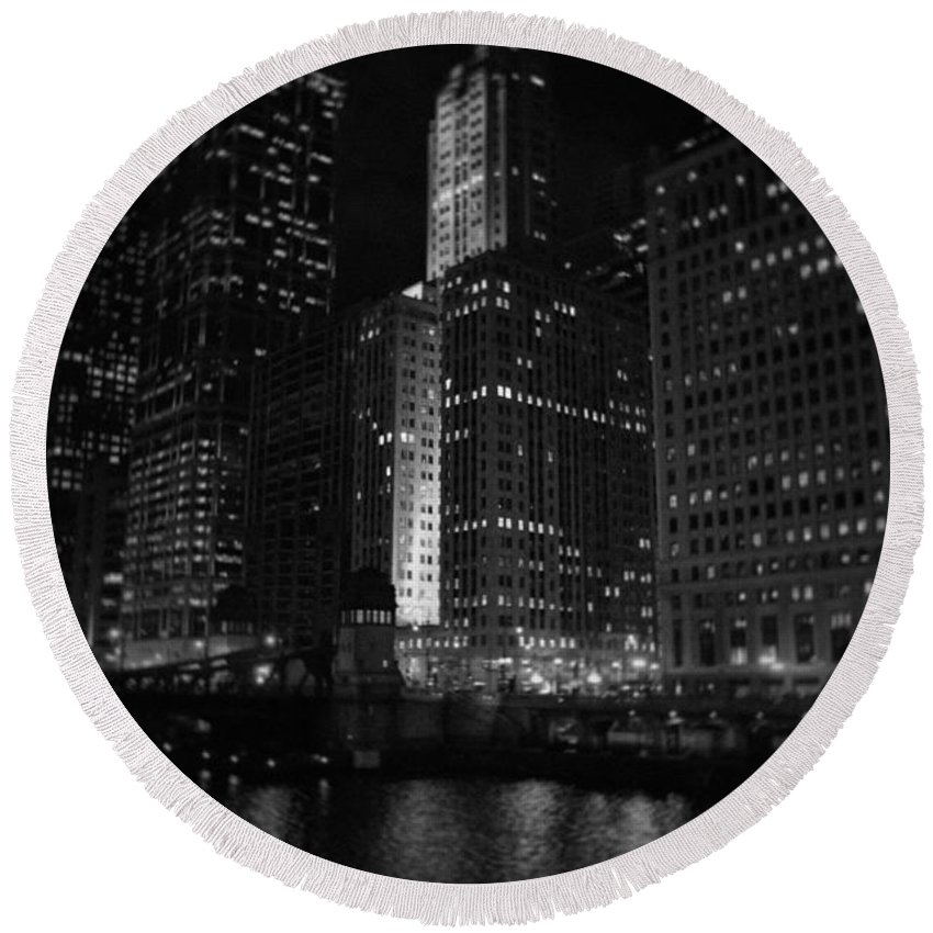 Chicago Round Beach Towel featuring the photograph Chicago Wacker Drive Night by Kyle Hanson