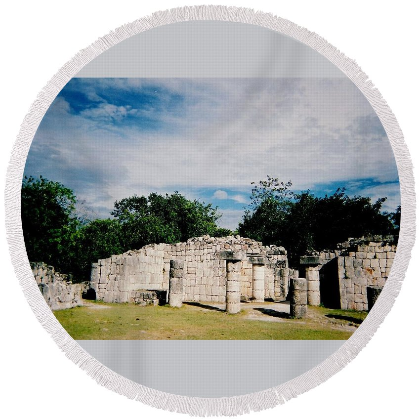 Chitchen Itza Round Beach Towel featuring the photograph Chichen Itza 2 by Anita Burgermeister
