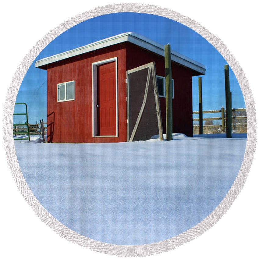 Idaho Round Beach Towel featuring the photograph Chicken Coop In Snow Covered Field by Travers Morgan