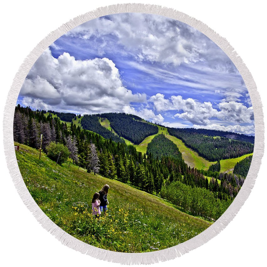 Child Round Beach Towel featuring the photograph Children On Vail Mountain by Madeline Ellis