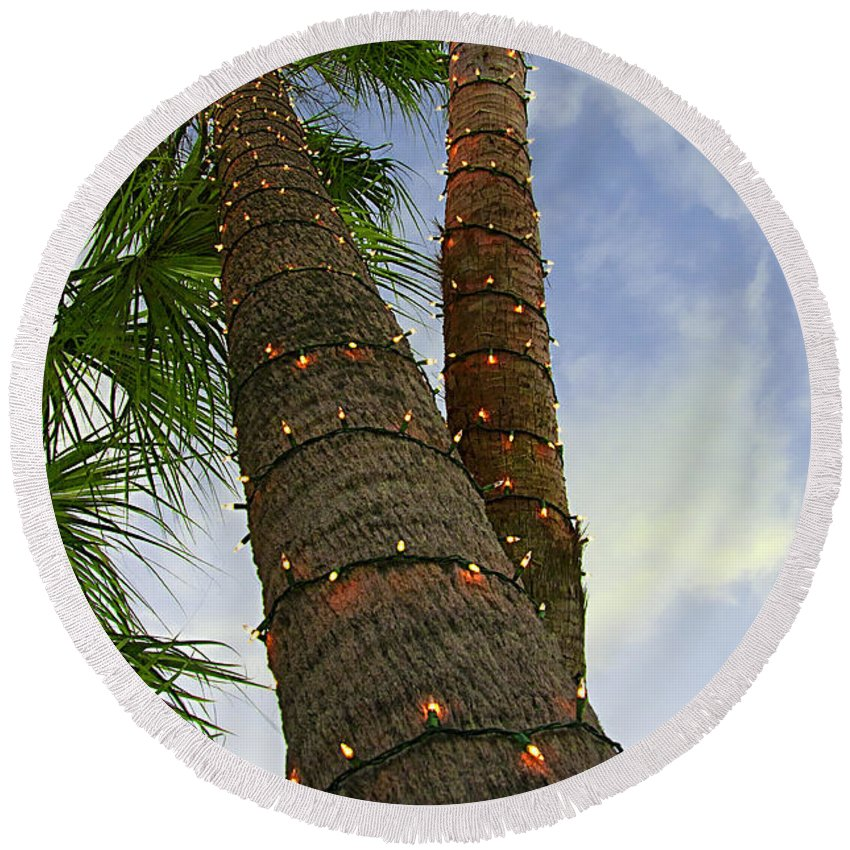 Holiday Round Beach Towel featuring the photograph Christmas Lights On Palm Trees by Mitch Spence