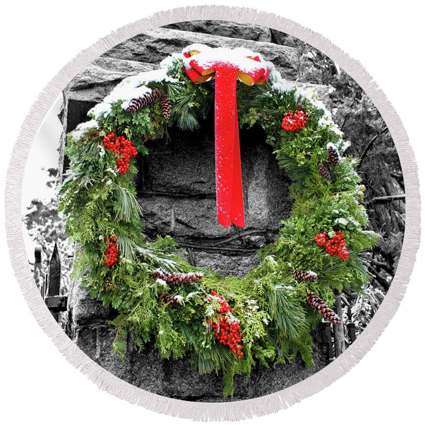 Red Round Beach Towel featuring the photograph Christmas Wreath by Jean Haynes