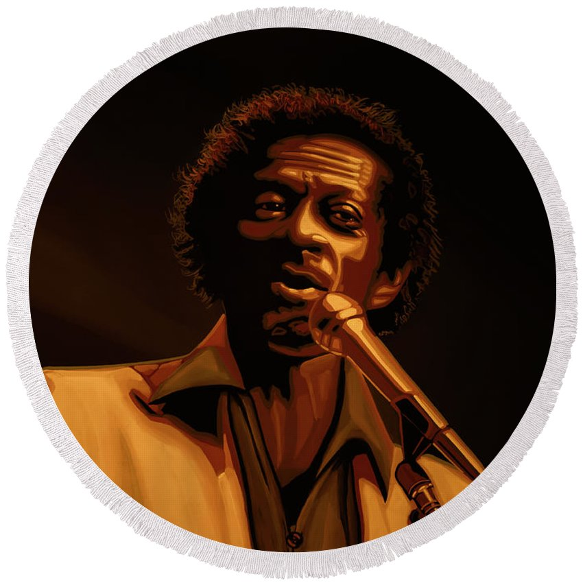 Chuck Berry Round Beach Towel featuring the mixed media Chuck Berry Gold by Paul Meijering
