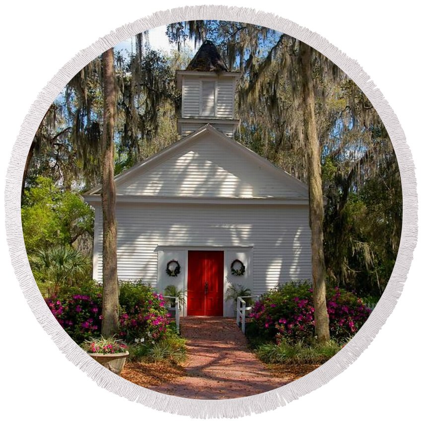 Micanopy Florida Round Beach Towel featuring the photograph Church At Micanopy by David Lee Thompson