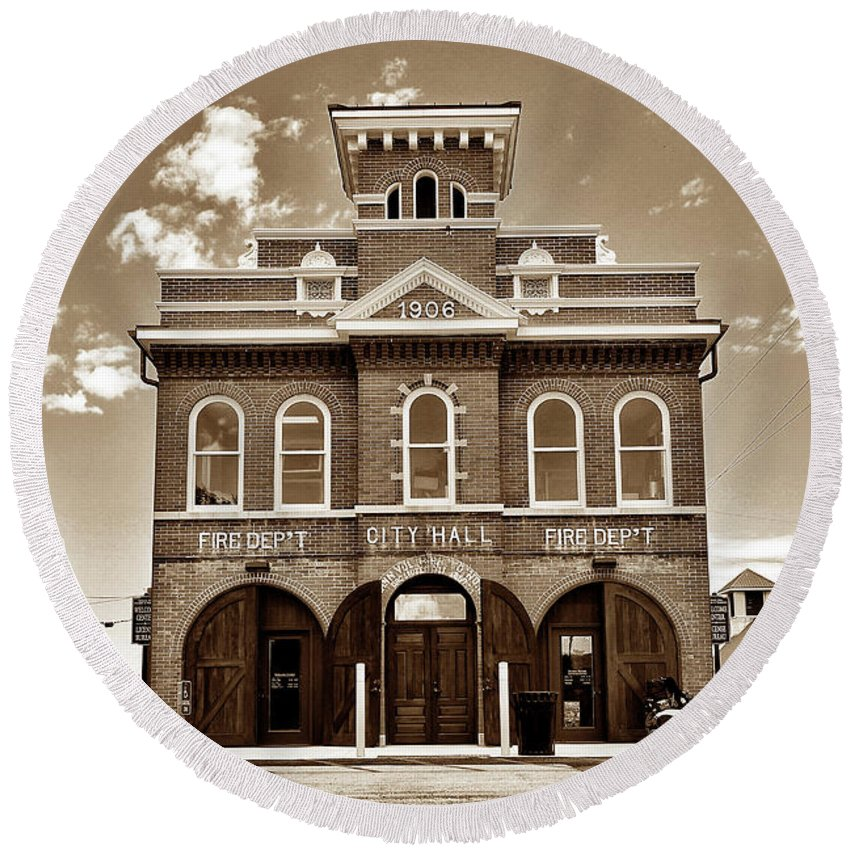 Herman Missouri Round Beach Towel featuring the photograph City Hall And Fire Department S by John Myers