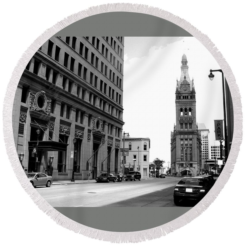 Milwaukee Round Beach Towel featuring the photograph City Hall B-w by Anita Burgermeister