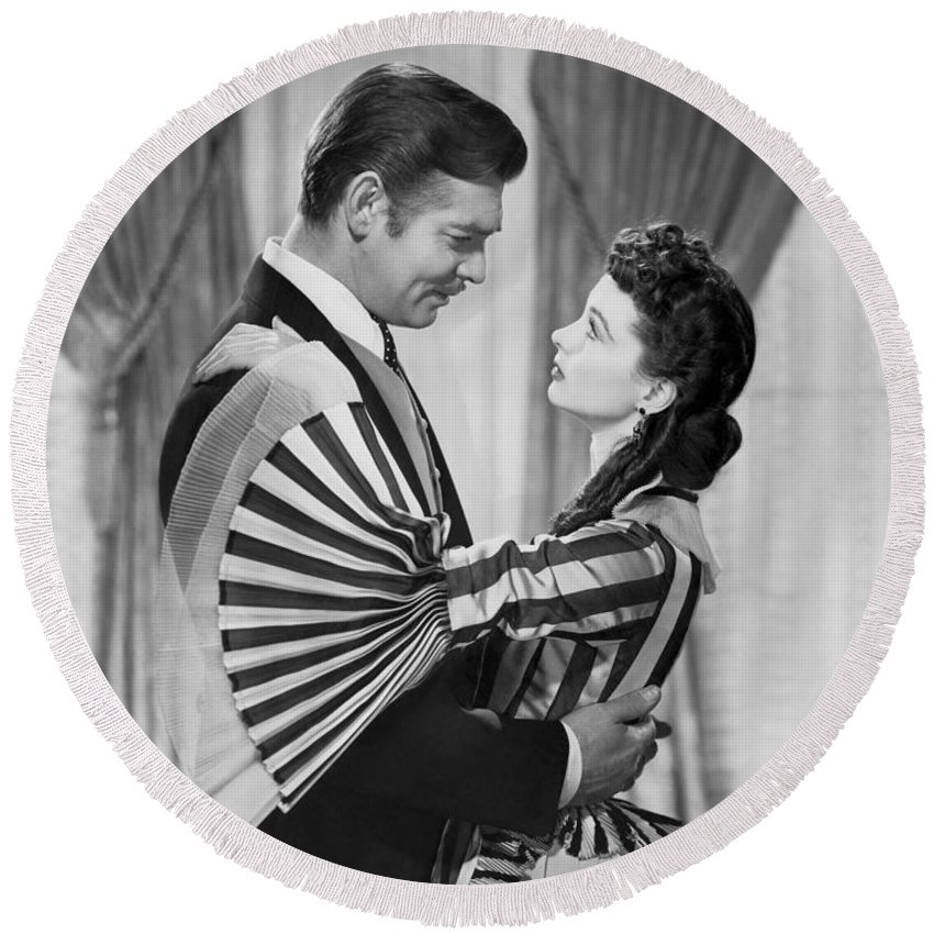 1930s Round Beach Towel featuring the photograph Clark Gable And Vivien Leigh by Underwood Archives