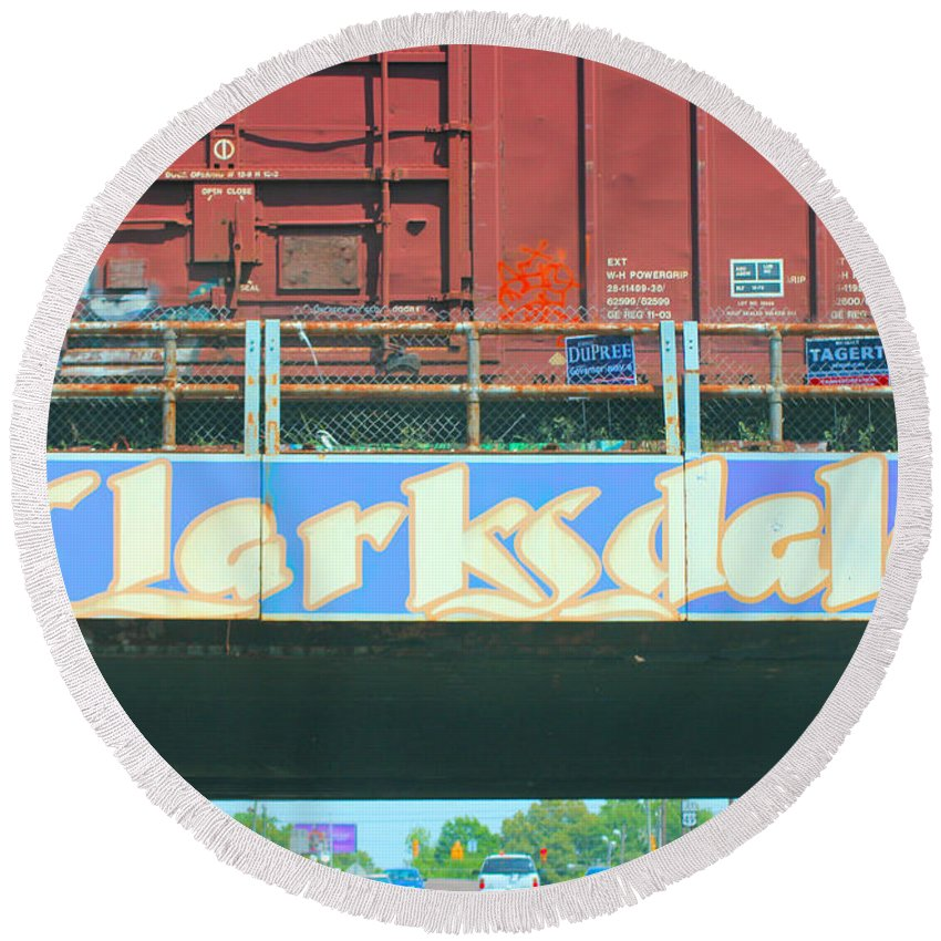 Clarksdale Round Beach Towel featuring the photograph Clarksdale Overpass by Karen Wagner