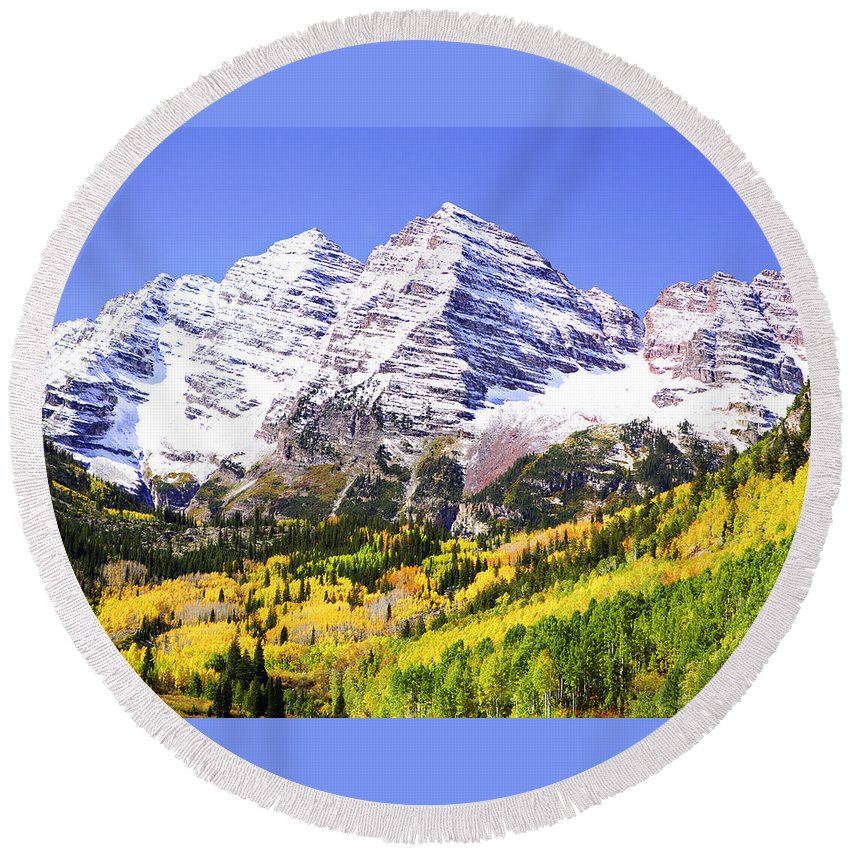 Americana Round Beach Towel featuring the photograph Classic Maroon Bells by Marilyn Hunt