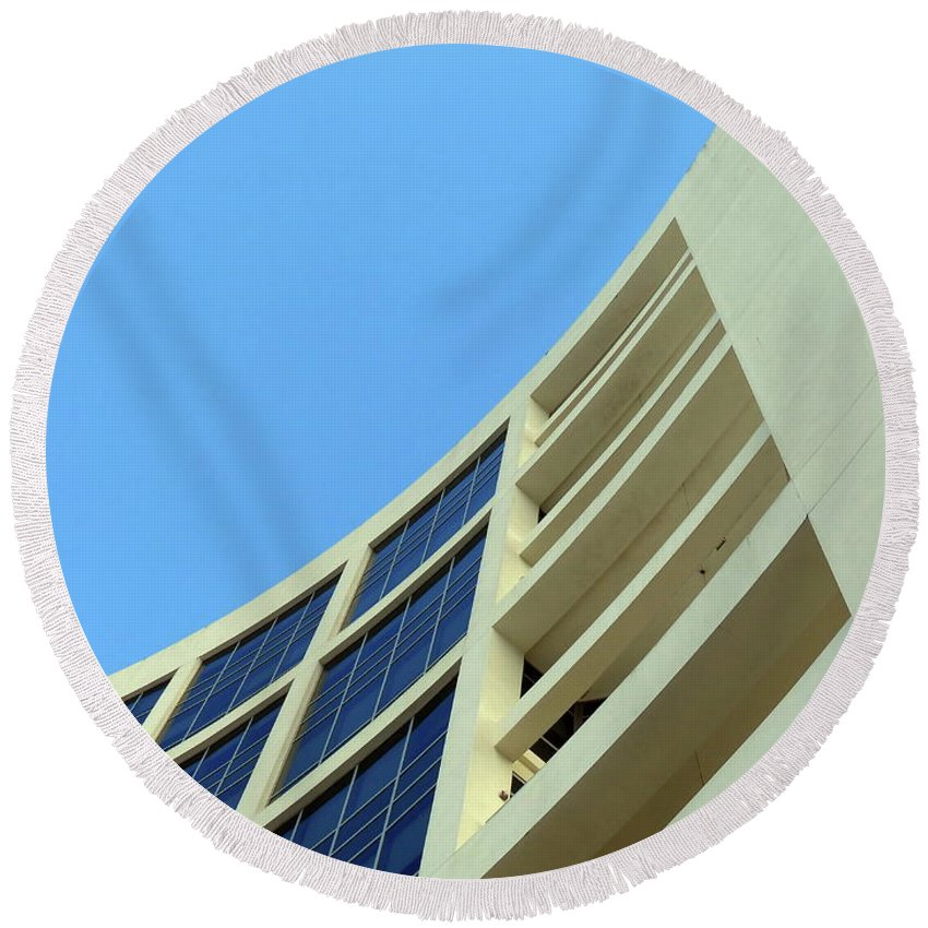 Building.modern Architecture Round Beach Towel featuring the photograph Clean Lines by Carlos Amaro