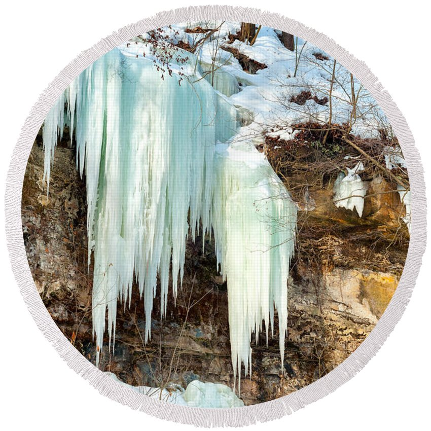 Bedford Round Beach Towel featuring the photograph Cliff Ice by Kenneth Sponsler