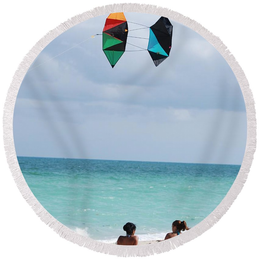 Sea Scape Round Beach Towel featuring the photograph Close Encounters by Rob Hans