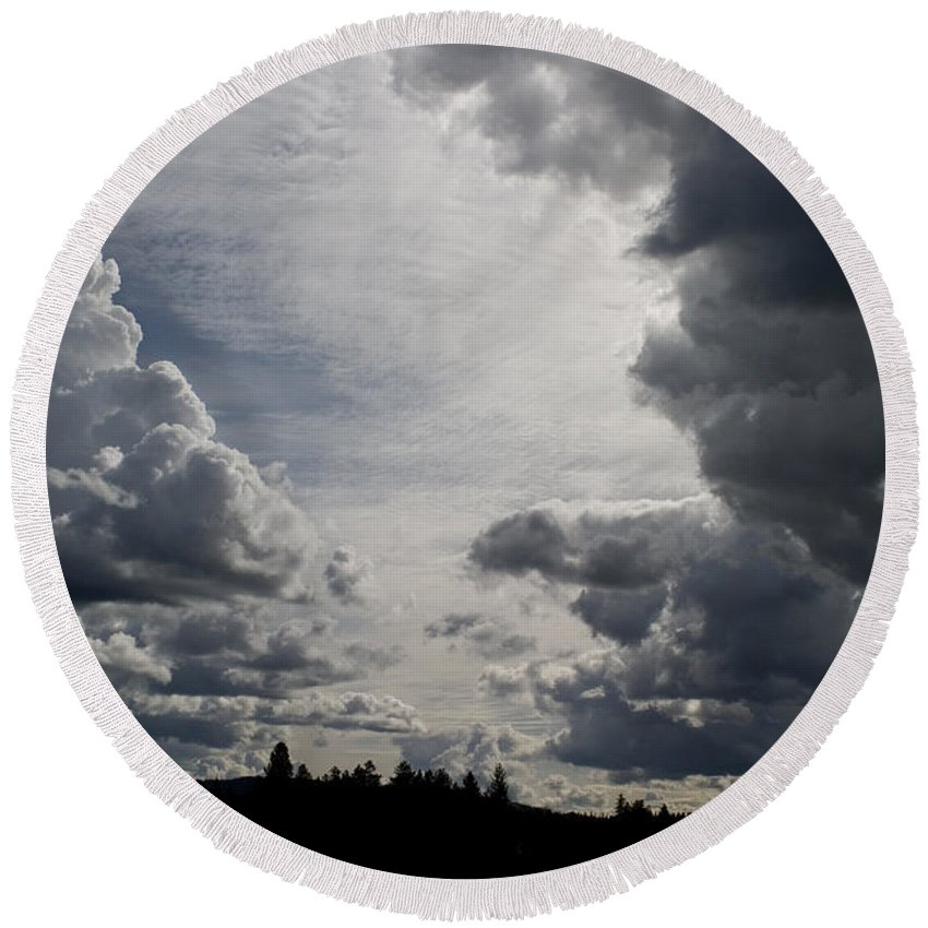 Landscape Round Beach Towel featuring the photograph Cloud Study 2 by Lee Santa
