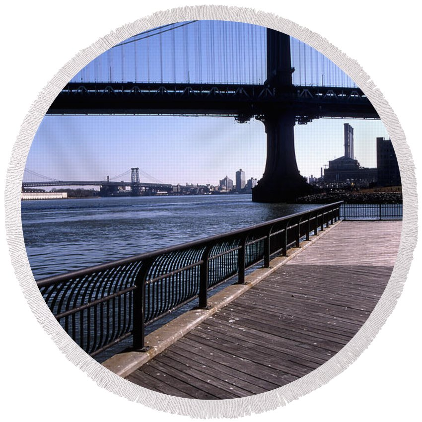 Landscape Manhattan Bridge New York City Round Beach Towel featuring the photograph Cnrg0402 by Henry Butz