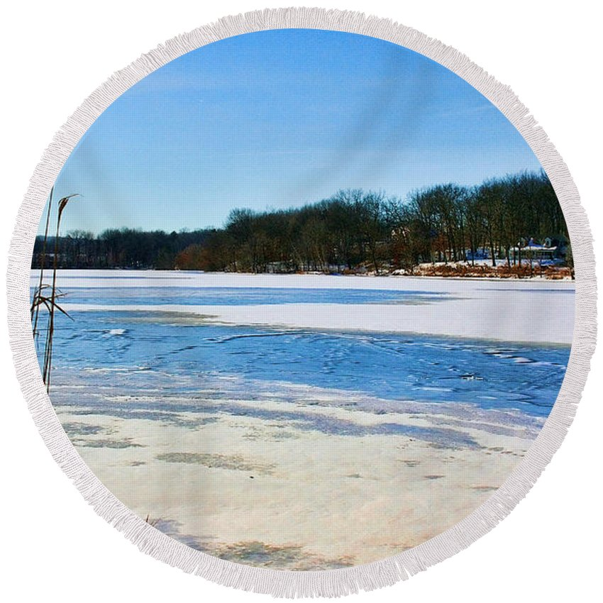 Winter Round Beach Towel featuring the photograph Coachlace by Mike Smale