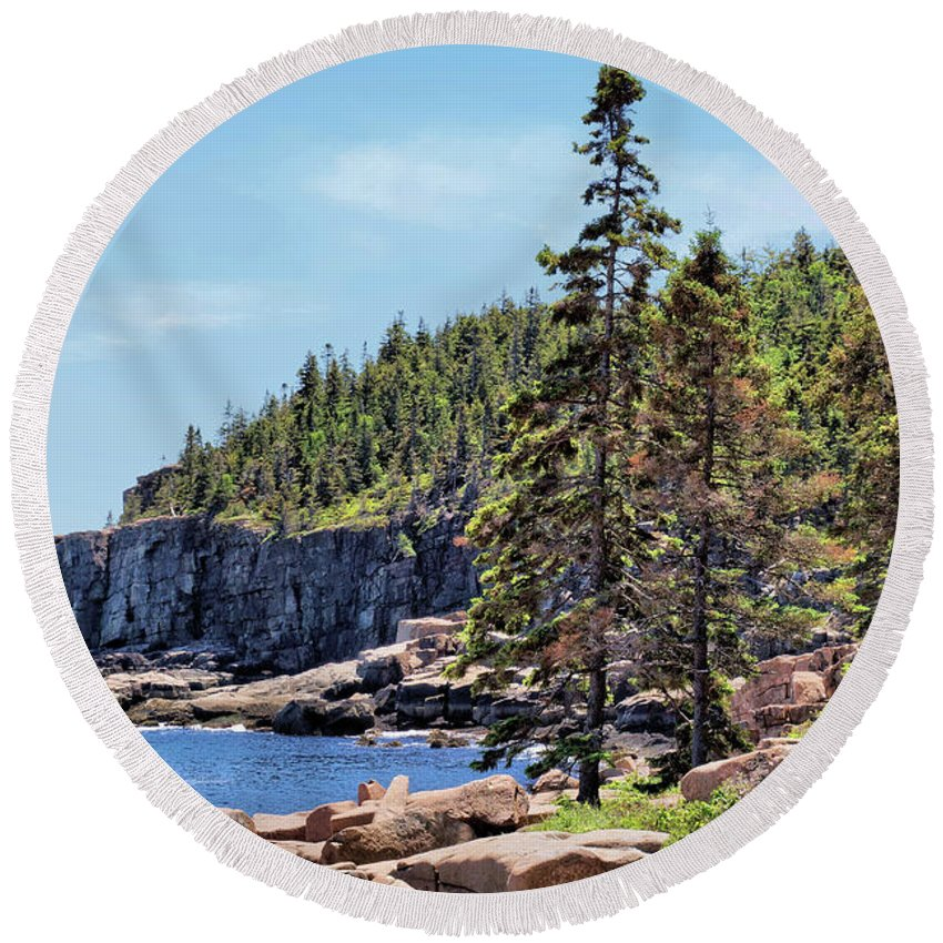 Cliff Round Beach Towel featuring the photograph Coastline And Otter Cliff 4 by John Trommer