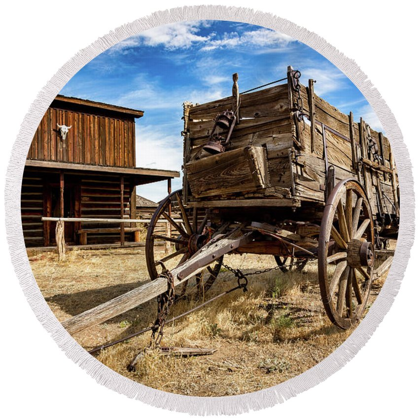 Cody Round Beach Towel featuring the photograph Cody Wagon Train by John Williams