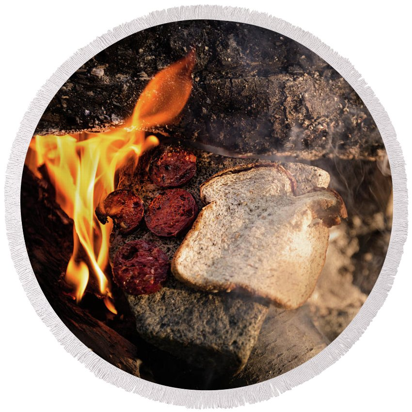 Food Coffee Burning Fire Pit Food Bakery Expedition Round Beach Towel featuring the photograph Coffee Break by Rodrigo Kaspary